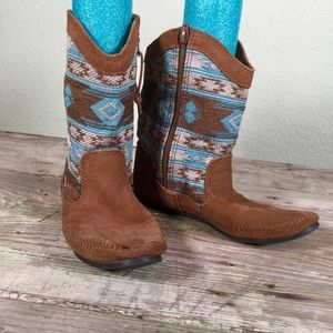 Minnetonka moccasin boots brown suede ikat shaft 9